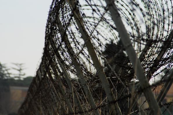 Foto di Valentina Perniciaro _Fuoco alle galere, alle frontiere, alle bandiere_