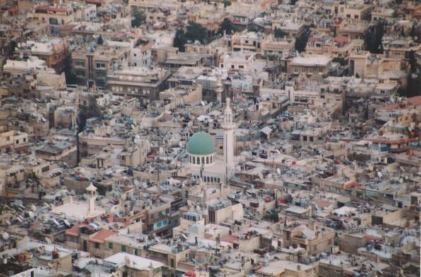 Foto di Valentina Perniciaro _come un ginn, svolazzo sulla mia terra, tra minareti e cupole verdi_