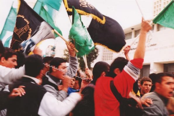 Foto di Valentina Perniciaro _Betlemme si ribella al coprifuoco poche ore prima dell'inizio dell'assedio alla Basilica della Natività, marzo 2002_