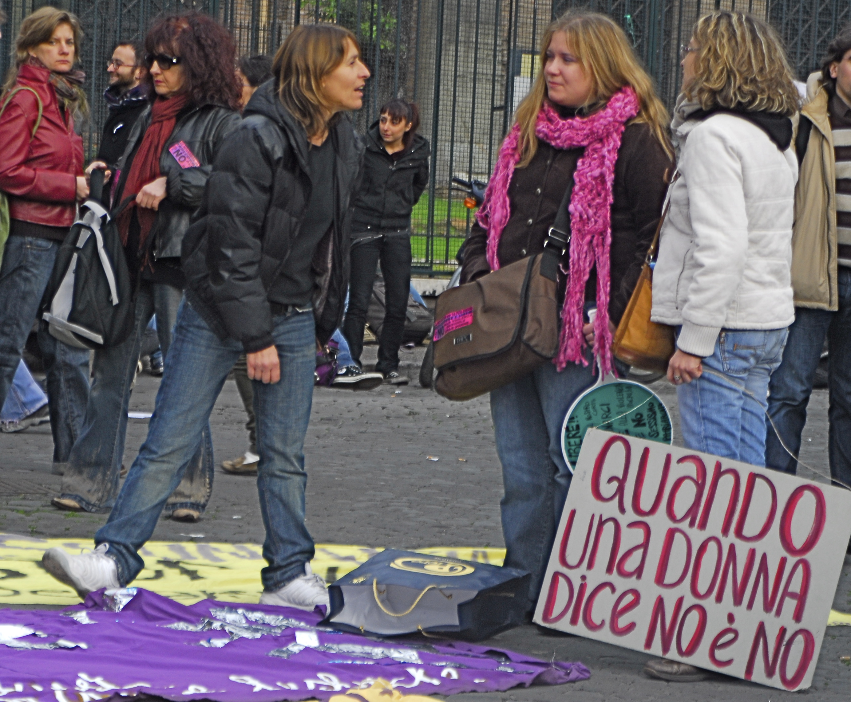 Foto di Valentina Perniciaro NO E' NO!