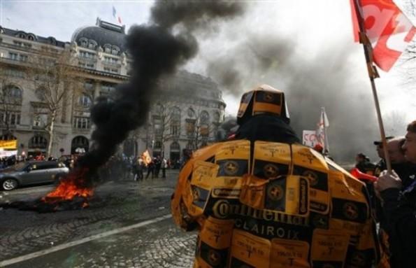 AP Photo/Jacques Brinon