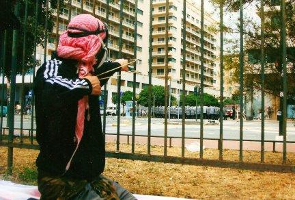 Foto di Valentina Perniciaro _Piazzale Kennedy tra fionde e opliti, Genova 2001_