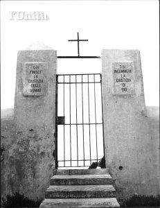 Come appariva l'ingresso del cimitero degli ergastolani prima che il carcere fosse dismesso e poi abbandonato