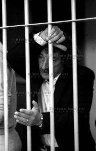 Mario Moretti durante un processo (foto di Stefano Montesi)